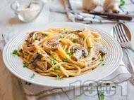 Спагети с бял сос от синьо сирене, заквасена сметана, кисело мляко и гъби (тип Карбонара)